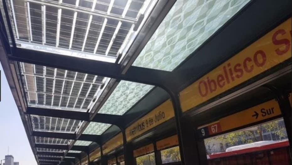 El Metrobus porteño incorpora más de 300 paneles solares